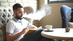 Cigarette électronique avis : qu'est-ce qui pourrait la rendre dangereuse ?